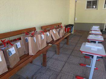 Escolas entregam atividades pedagógicas aos estudantes