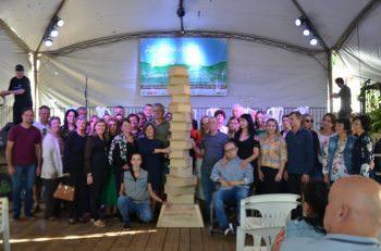 Feira do Livro se encerra com homenagem ao Obelisco e show de Serginho Moah