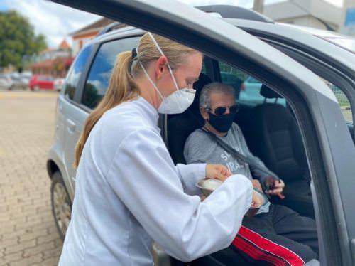 Morro Reuter aplica quase mil doses de vacina contra Covid