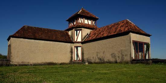 O local foi escolhido por Flávio Scholles para viver