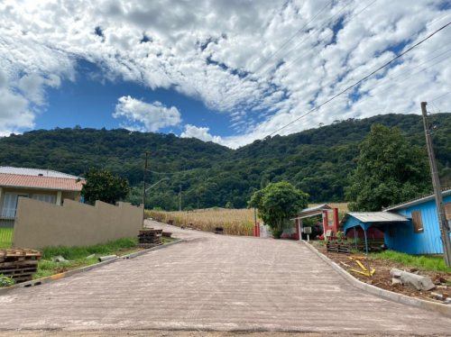 Pavimentação da Rua Azaleia é concluída