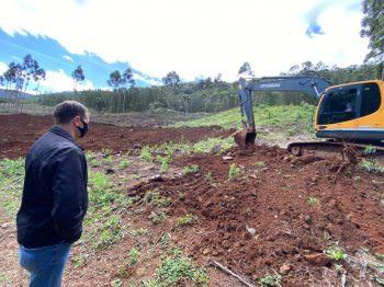 Prefeitura disponibiliza máquina para incentivar agricultura