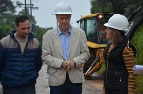 Dada a largada para a conclusão do asfalto na Pedro José Kolling