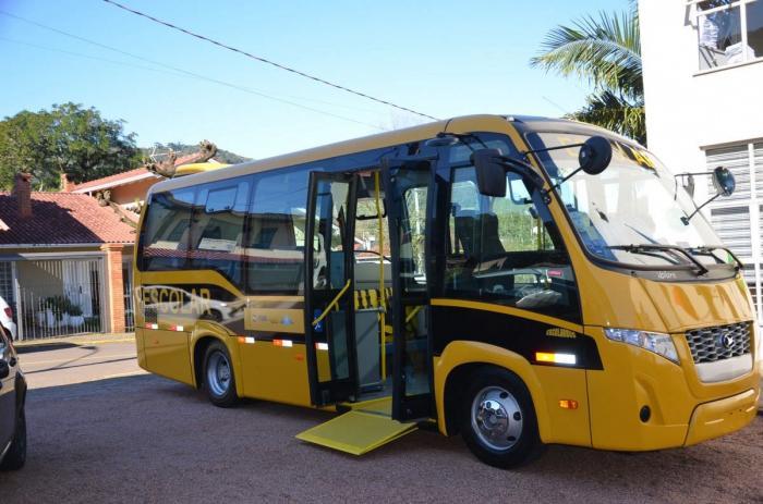 Estudantes de Morro Reuter ganham novo ônibus Escolar